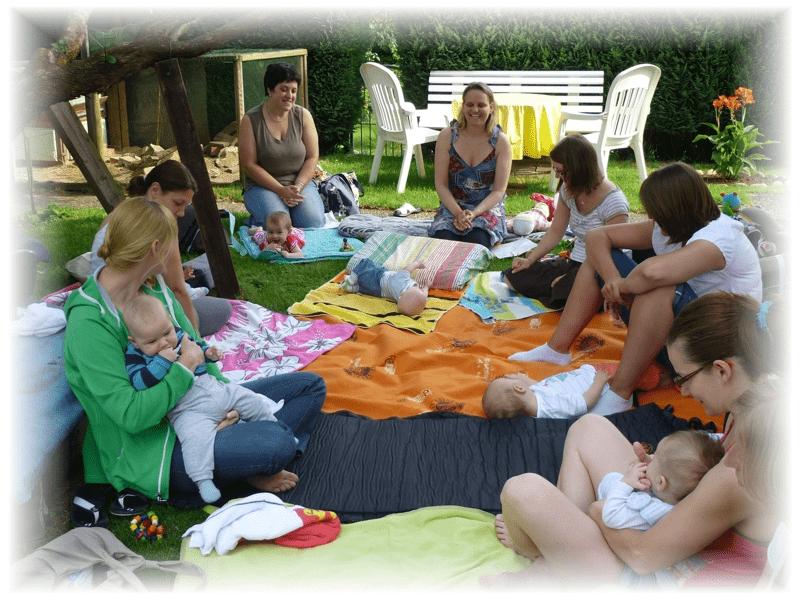 Auf Wunsch der Gruppe: Exkurs, in den Garten . . . . motorische Anregungen auf der schiefen Ebene.                    Juli 2013